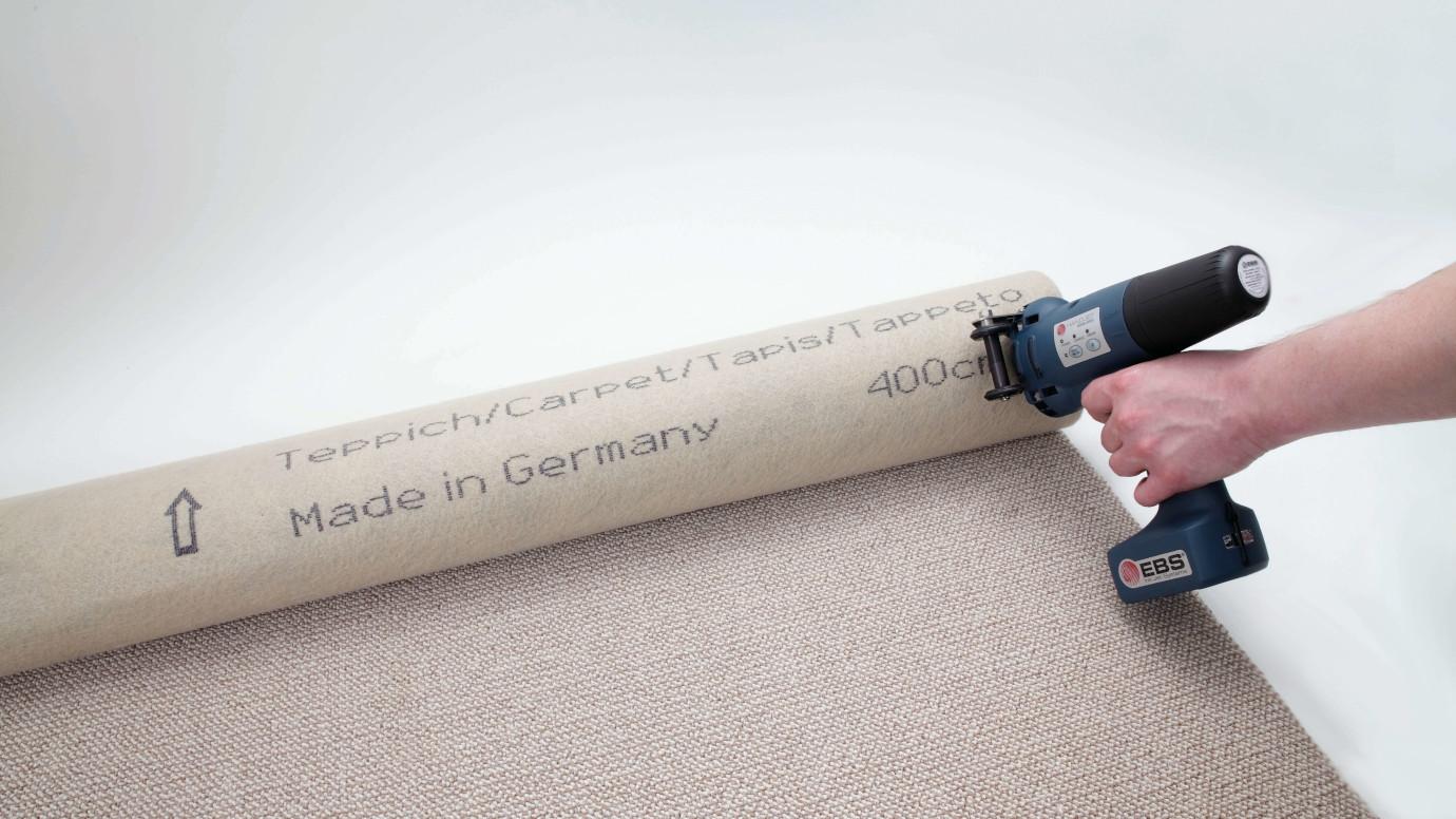 Máy in phun cầm tay EBS-250 sử dụng trên thảm